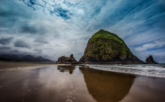 """Haystack Rock Oregon"" by Tiger635 under Creative Commons Attribution-Share Alike 3.0 Unported license"